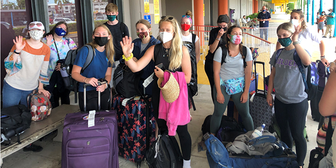Photo of Study Abroad students at the airport